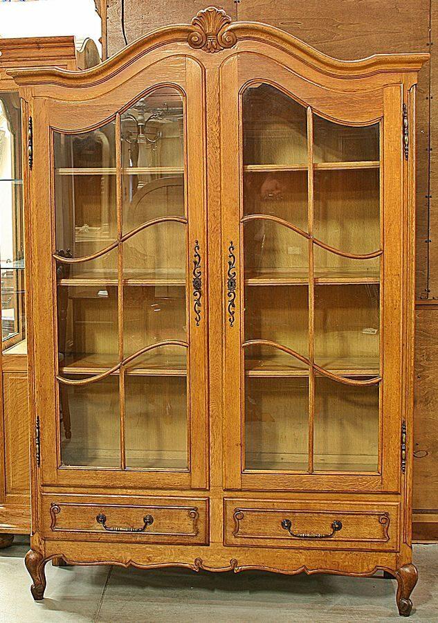 Витрина, книжный шкаф..